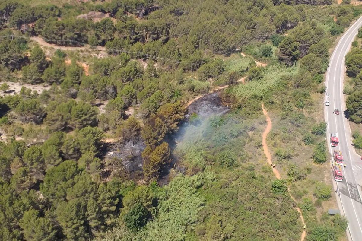 Un incendio quema 2.160m² de vegetación en Gavà