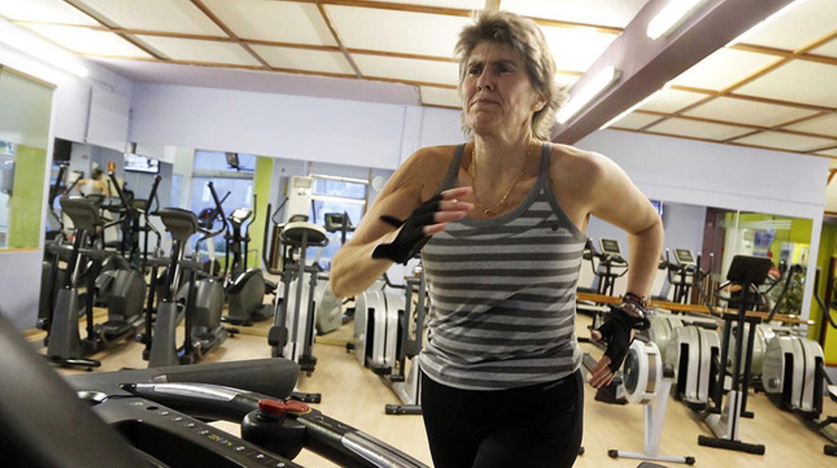 La periodista Paloma del Río, haciendo ejercicío en el club Canoe, cerca de Torrespaña.