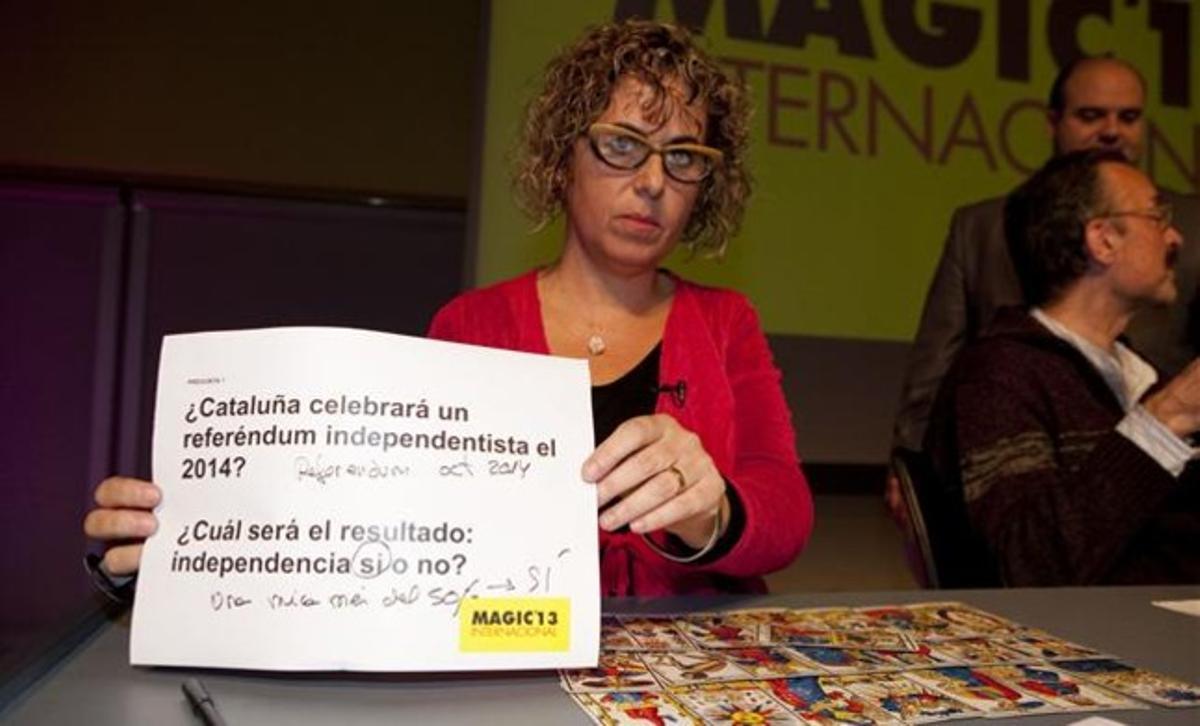 La experta en tarot Maria del Mar Tort muestra su predicción sobre la consulta de autodeterminación de Catalunya.
