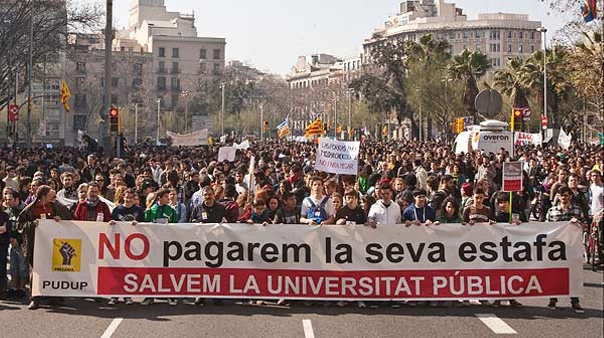 Un resumen de la manifestación contra los recortes en educación que se ha celebrado esta mañana en Barcelona.