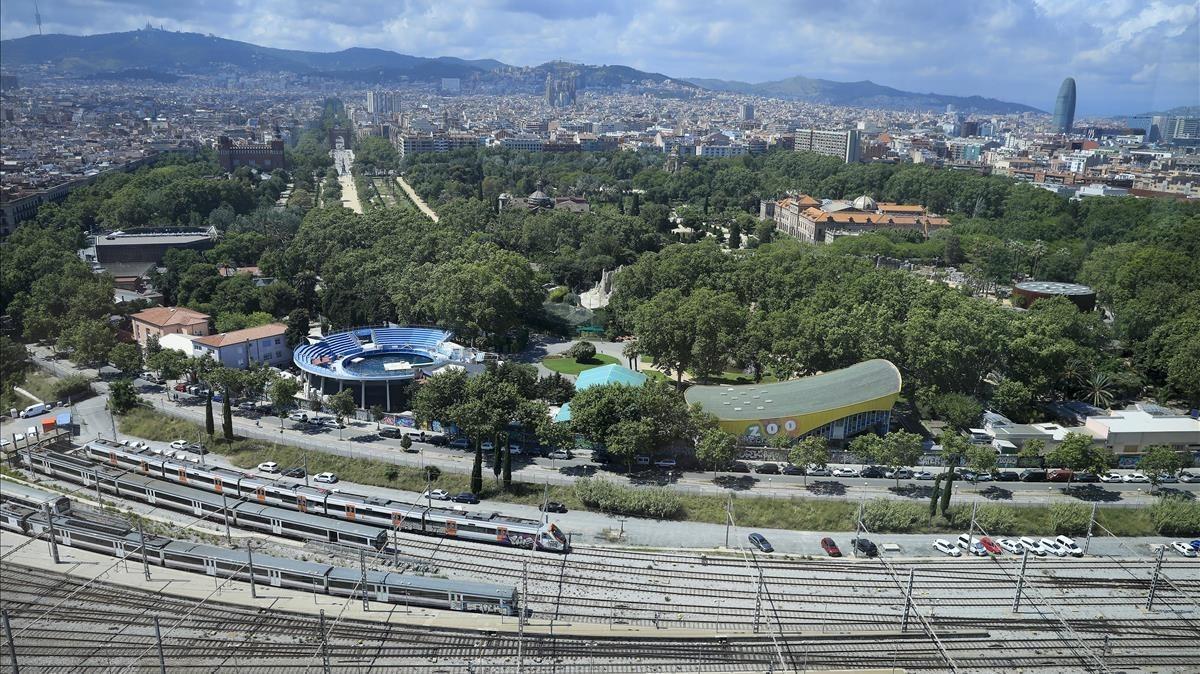 El Parc de la Ciutadella, con la barrera ferroviaria que lo separa de la Barceloneta.