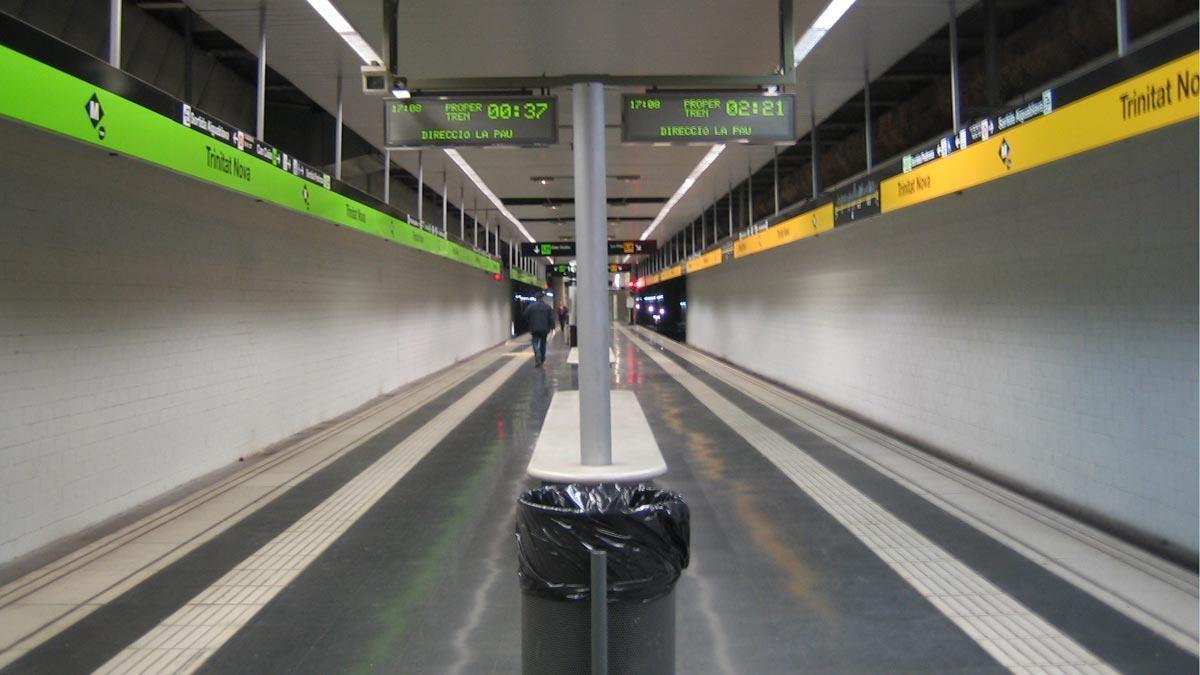 El metro de Barcelona torna a tancar a les 2 els divendres i els dissabtes