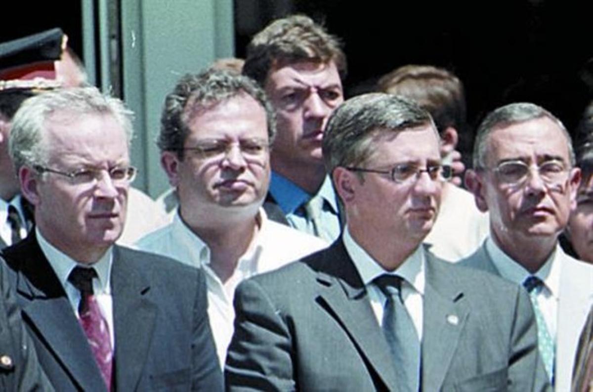 Delort, en el centro, junto al 'conseller' Pomés (derecha), en el 2003.