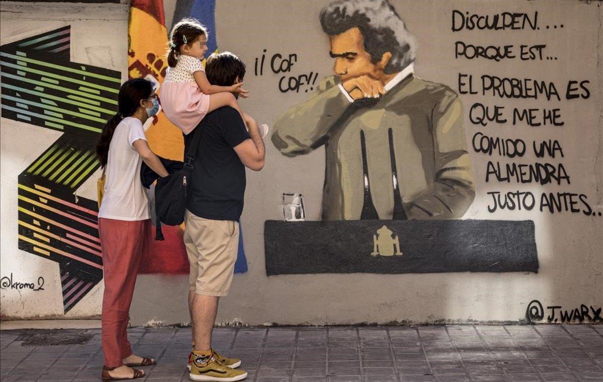 Fernando Simón, protagonista en València de un grafiti del artista JWarx
