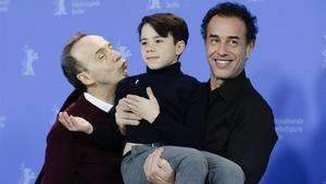 Roberto Benigni, Federico Ielapi y Matteo Garrone, tras la presentación de 'Pinocho' en Berlín