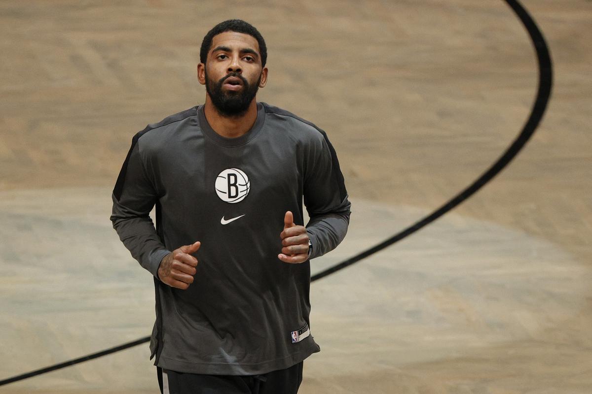 Kyrie Irving, en un entrenamiento con los Nets