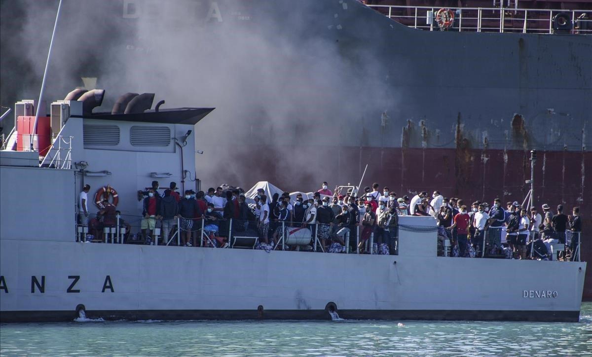 Sicília ordena la sortida dels immigrants il·legals de l'illa per la Covid