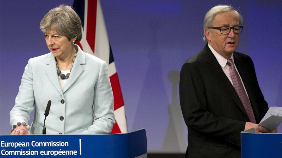La primera ministra británica, Theresa May,junto al presidente de la Comisión Europea, Jean-Claude Juncker.