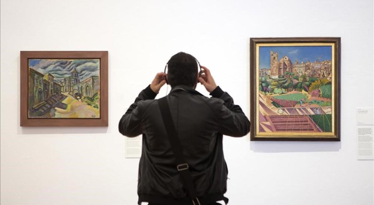 'Prades, una calle'(1917) y 'Mont-roig, la iglesia y el pueblo' (1918-1919), una de las piezas nuevas cedidas, en la primera sala de larenovada presentación de la colección permanente de la Fundació Miró.