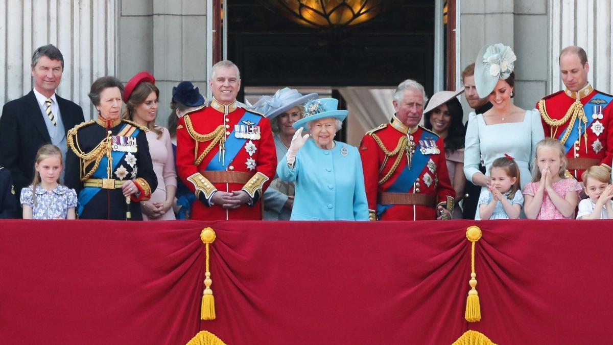 El 'Trooping the Color' del 2019, con la familia real británica saludando desde el balcón de Buckingham.
