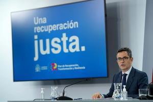 El titular de la Presidencia, Félix Bolaños, durante la rueda de prensa posterior a la reunión del Consejo de Ministros, el pasado 5 de octubre de 2021 en la Moncloa.