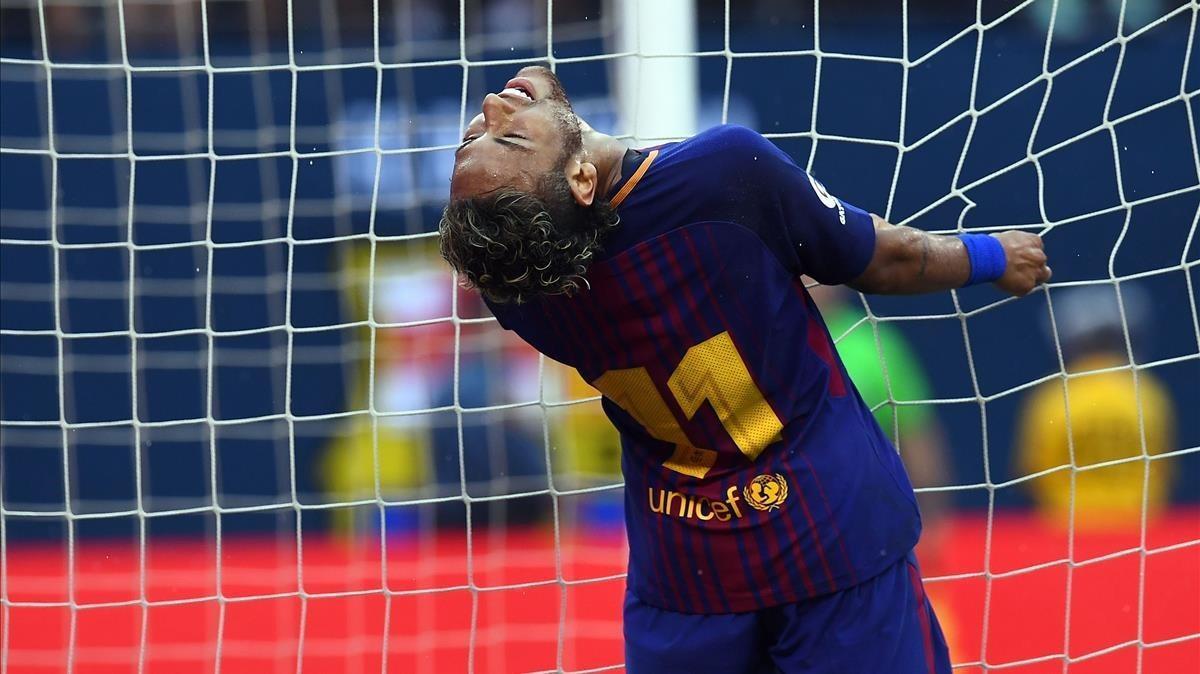 Neymar se lamenta tras una jugada del amistoso del Barça contra el Juventus en Nueva Jersey.
