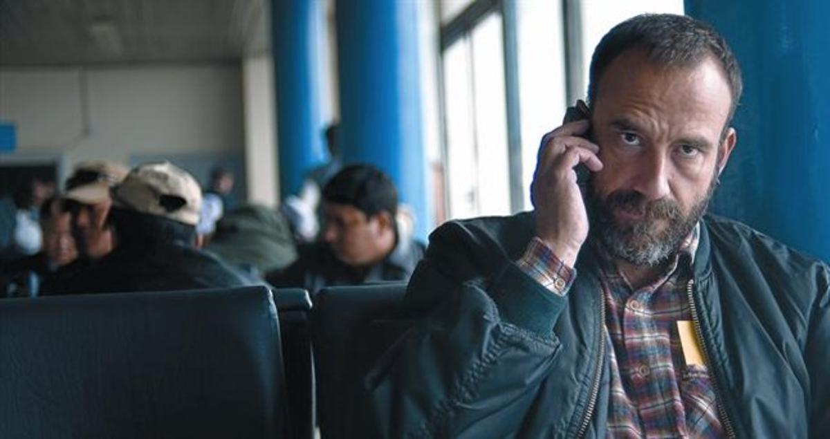 Marc Marginedas, de vuelta a casa en el aeropuerto de Kabul,en noviembre del 2006.
