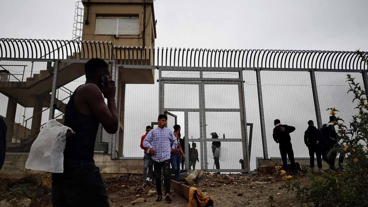 Europa avisa que «no es deixarà intimidar per ningú» i ofereix a Espanya mitjans a Ceuta i Melilla