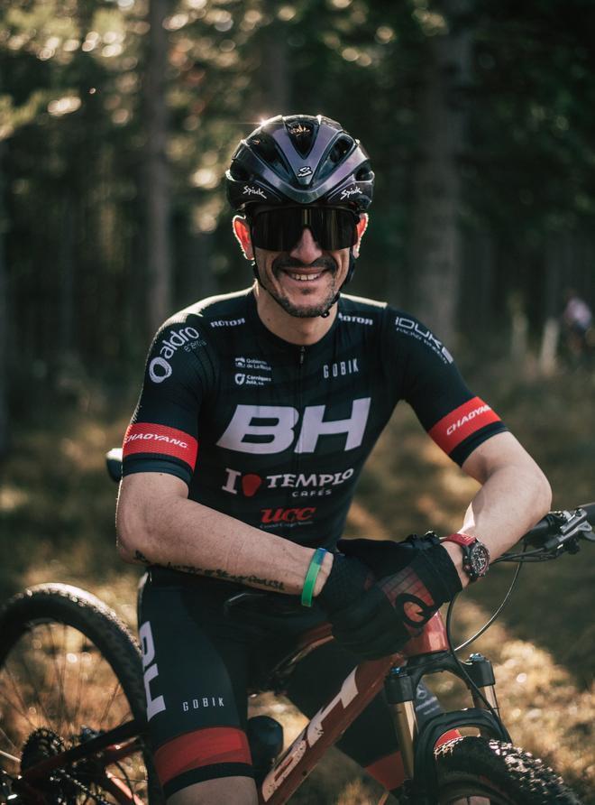 El ciclista Carlos Coloma, uno de los embajadores del proyecto 'Con(vivir)' de la plataforma WITL.