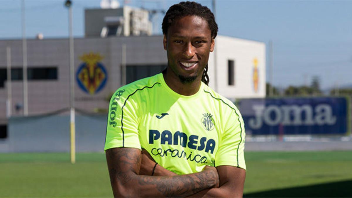Rubén Semedo, defensa del Villarreal, posa con la equipación del conjunto groguet