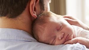 El Govern s'enreda amb el permís de paternitat