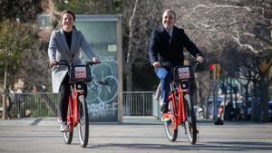 Los concejales Sanz y Collboni, en la presentación de la ampliación del futuro Bicing, este sábado.