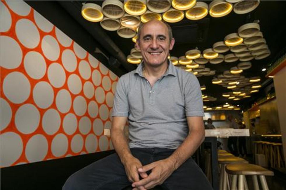 Paco Pérez, en uno de los taburetes de Bao Bar. Foto: Joan Puig