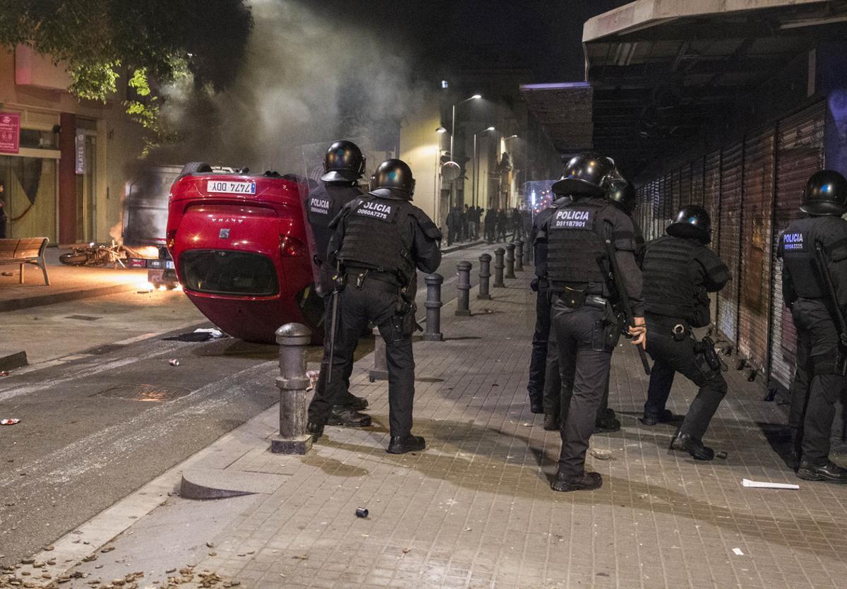 Efectos de los disturbios en las calles de Gràcia.
