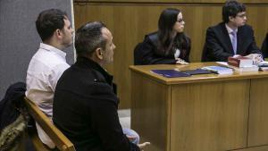 L'Audiència de Barcelona jutja dos treballadors d'una ambulància del Sistema d'Emergències Mèdiques (SEM) acusats d'abusar sexualment d'una jove que traslladaven en estat de semi-inconsciència, degut a una forta ingestió alcohòlica.