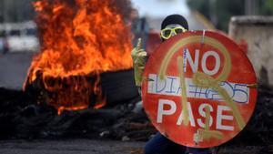 Un manifestante durante la protesta en la ciudad de Cali.