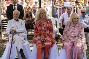 Mirtha Legrand, en el centro, en un acto de homenaje.