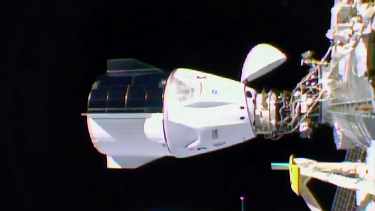 La càpsula de SpaceX s'acobla amb èxit a l'Estació Espacial Internacional