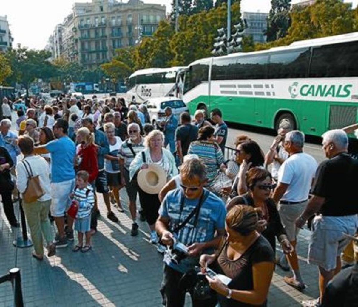 Autocares turísticos junto a la Sagrada Família.