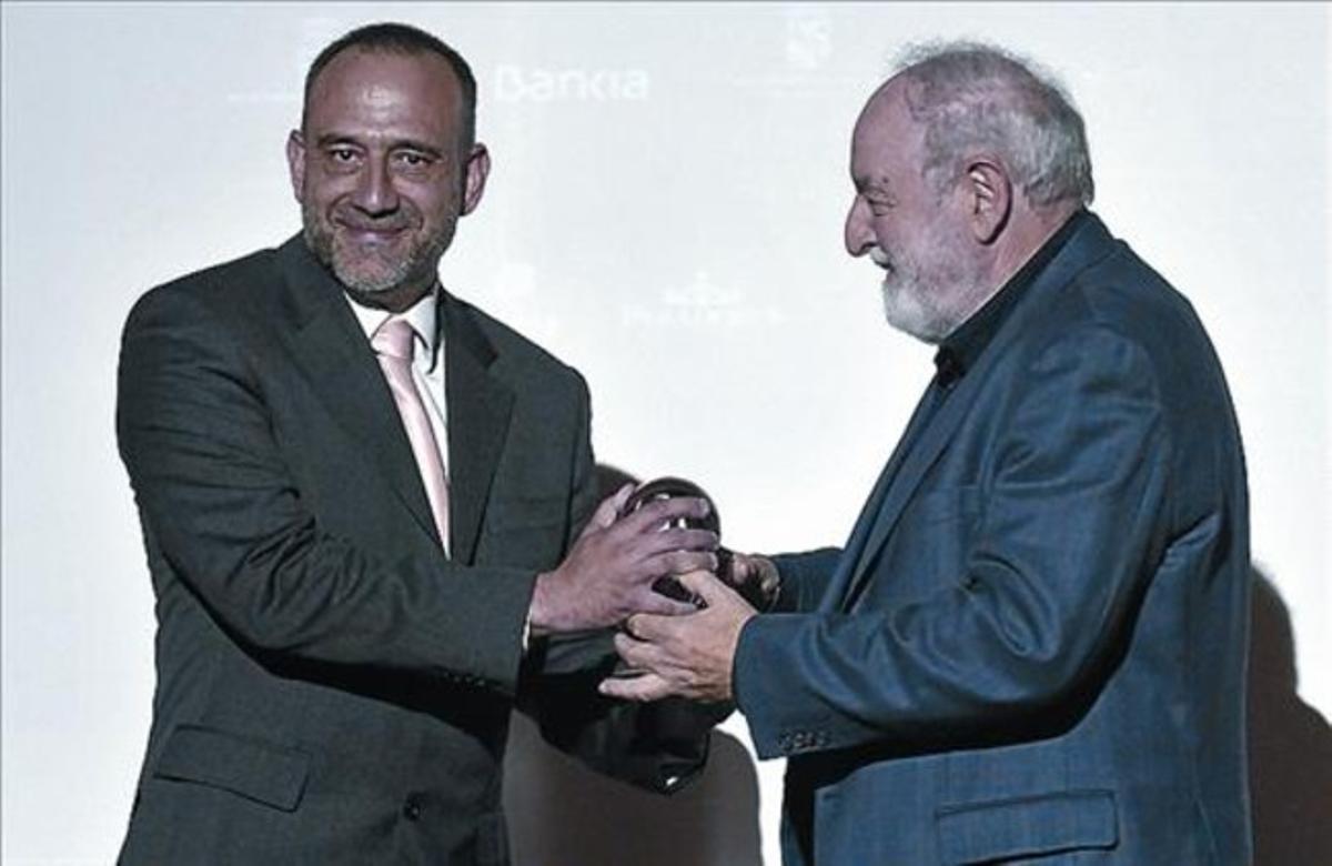 Recepción del Cirilo Rodríguez de manos de Diego Carcedo, en mayo.