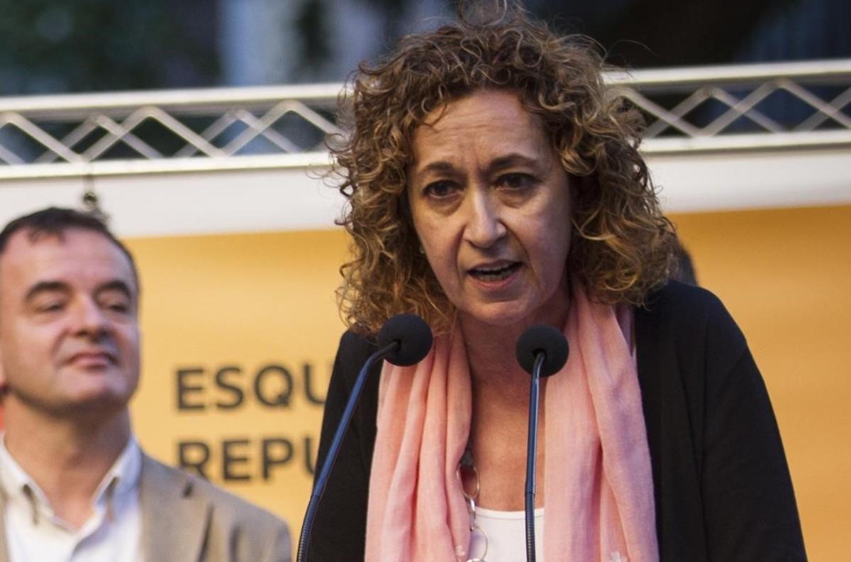 La diputada de Esquerra, Ester Capella, ha entregado este jueves la propuesta en el Congreso.