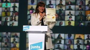 Laura Borràs en el acto final de campaña de Junts.