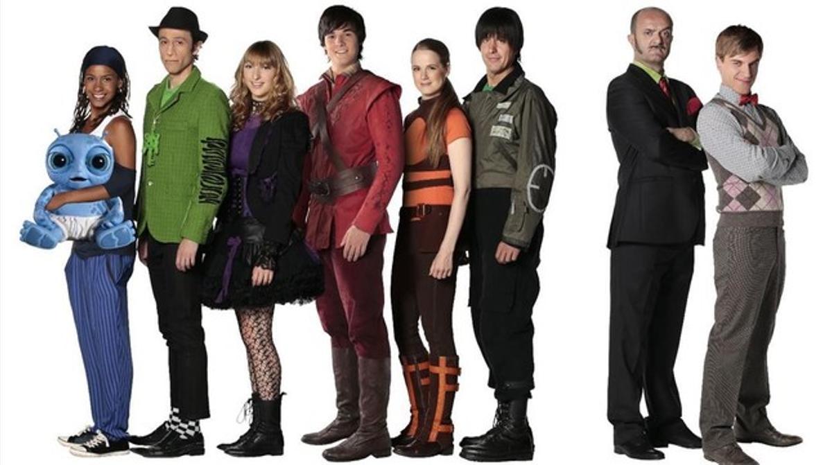 La Família del Super 3: Pati Pla, Fluski, Lila, Desmond, Àlex, Pau, el Sr. Pla y Rick.