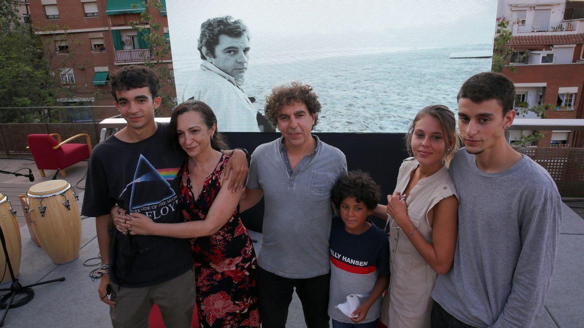 Hijos y nietos de Juan Marsé, en el homenaje de Barcelona al escritor, el pasado domingo en Barcelona.