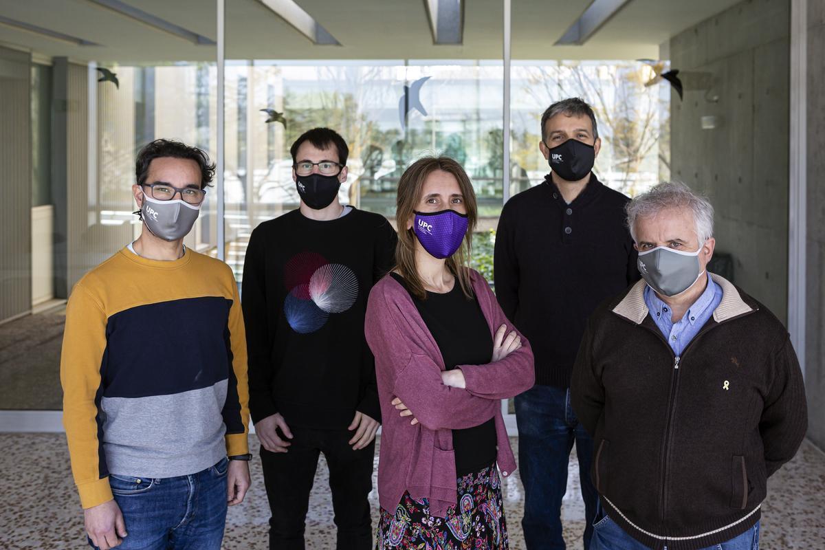 Sergio Alonso, Martí Català, Clara Prats, Enric Álvarez y Daniel López-Codina, investigadores del Biocomsc.