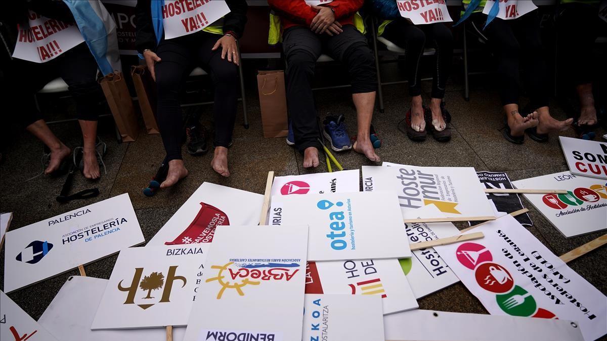 MADRID  21 12 2020  CORONAVIRUS COVID-19  Concentracion de trabajadores de la hosteleria en el Congreso de los Diputados  FOTO  JOSE LUIS ROCA
