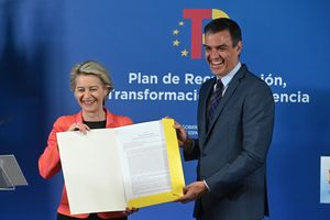 La presidenta de la Comisión Europea, Ursula Von der Leyen, y Pedro Sánchez, anuncian la aprobación del Plan de Recuperación de España por parte de la CE.