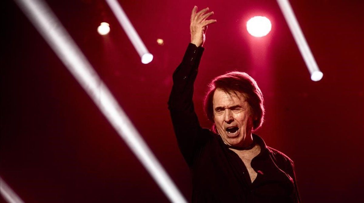 El cantante Raphael, en uno de sus conciertos.