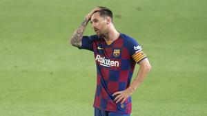Messi se lamenta después de que el Barça encajara el segundo gol ante Osasuna.