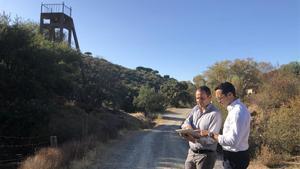 Vincent Ledoux-Pedailles, director ejecutivo de Infinity Lithium, a la derecha, junto aDavid Valls, gerente técnico para España de la empresa.