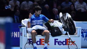 Djokovic, durante un descanso en su derrota.