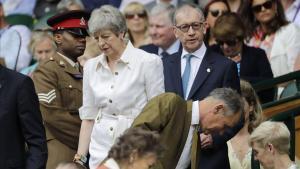 Theresa May y su marido, a su llegada al torneo de Wimbledon.