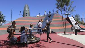 El nou parc infantil de les Glòries reobre per tercera vegada en dos mesos