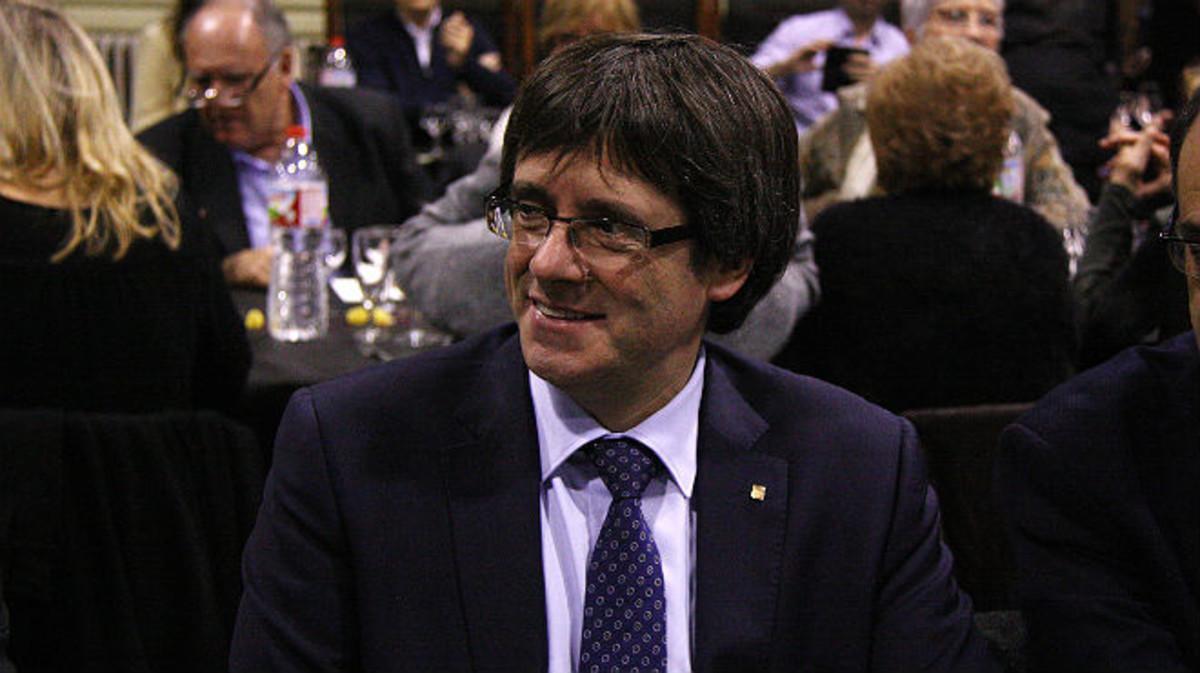 El 'president' Carles Puigdemont, este jueves, durante la cena de la federación barcelonesa del PDECat.
