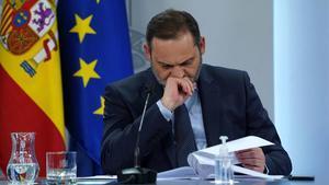 El ministro de Transporte  Movilidad y Agenda Urbana,  José Luis Ábalos, tras una reunión del Consejo de Ministros en diciembre.