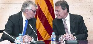 El fiscal general del Estado, Eduardo Torres Dulce, y el 'president' Artur Mas, en el Palau de la Generalitat.