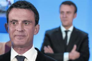 TRASVASE Manuel Valls y Emmanuel Macron detrás, en mayo del 2016.