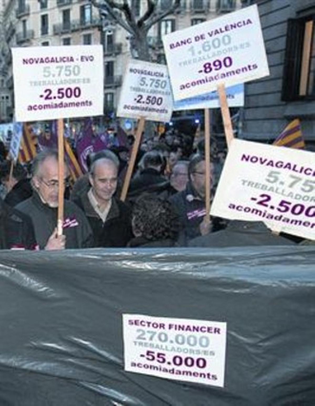 Protestas por despidos en el sector financiero.