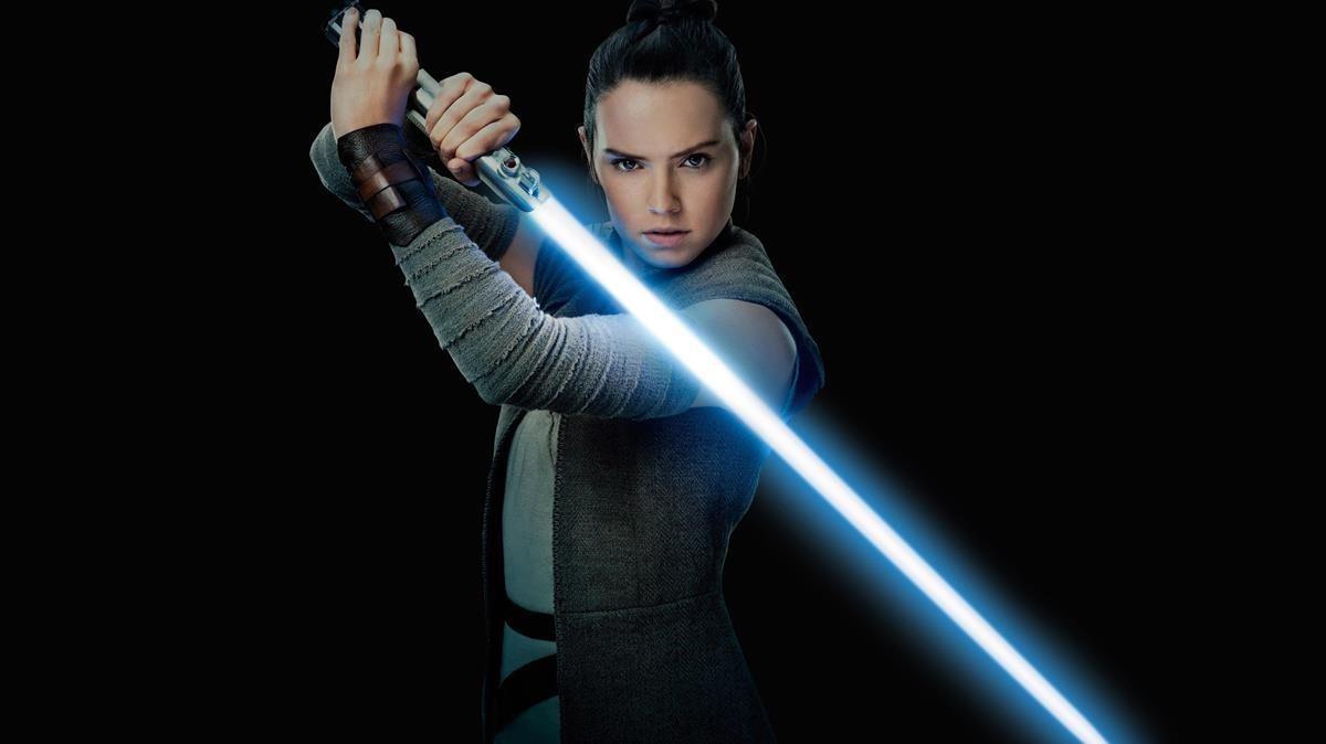 Daisy Ridley, en el papel de Rey, en una imagen promocional de 'Star Wars: Los últimos Jedi'