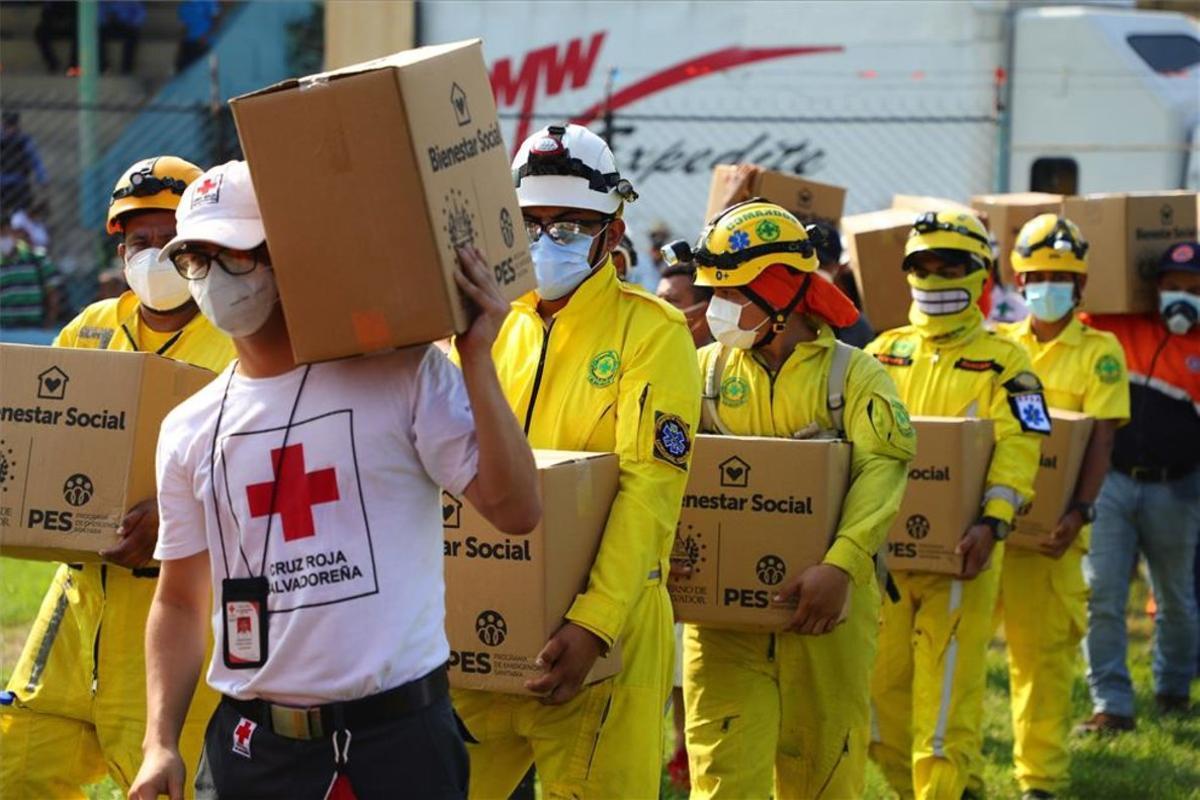 Ayuda humanitaria para damnificados por lluvias e inundaciones en Honduras.